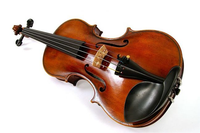 http://www.i-italy.org/files/imagecache/545x/files/still_photos/Stradivari%20model%20violin%20-%20angle_1256056181.jpg